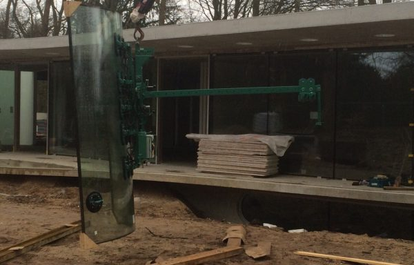 Accuzuiger 600 kg voor gebogen glas.